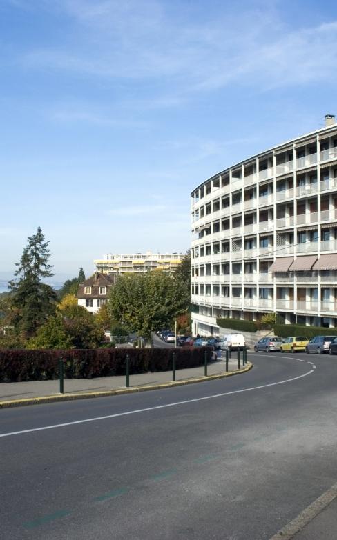 Immeuble de logement privilégiant l'apport de lumière et l'ouverture sur le paysage, suivant les préconisations de La charte d'Athènes. Avenue du Léman, Thonon-les-Bains.